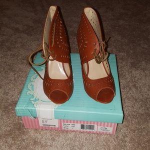 67bb700d75b3 Yoki Laser Cut Sandals